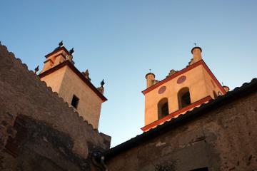 Perspective sur le clocher de l'église Saint-Michel - Saint-Génis-des-Fontaines