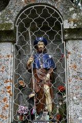 Niche en granite abritant la statue de Saint Roch