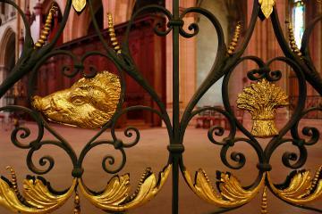 Grille en métal forgé de la cathédrale Saint-Cyr Sainte-Juliette de Nevers