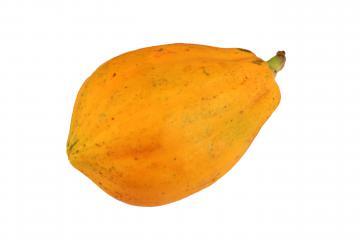 Papaye mûre sur fond blanc
