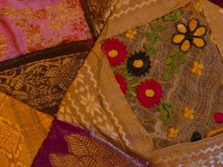 Patchwork et broderie à motifs géométriques