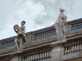 Sculptures autour de la place Saint-Pierre - Rome