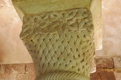 Chapiteau, pierre sculptée