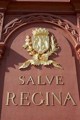 Armoiries sur la stèle de Notre Dame de France
