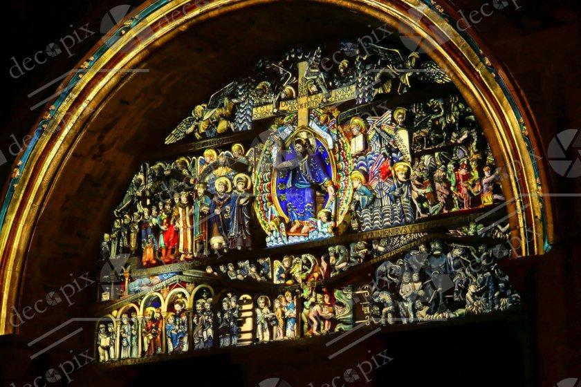 Tympan colorisé de l'église de Conques