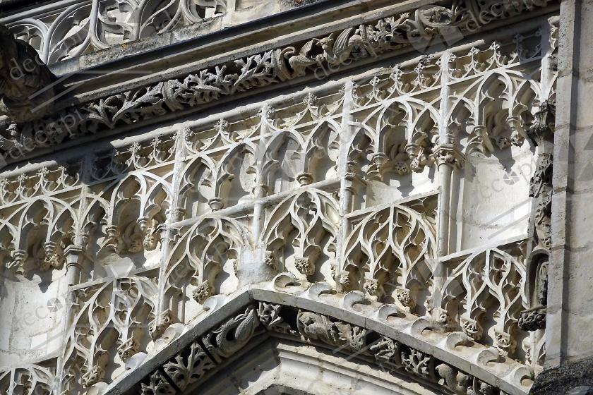 Ornements sculptés en façade de la cathédrale Saint-Etienne d'Auxerre