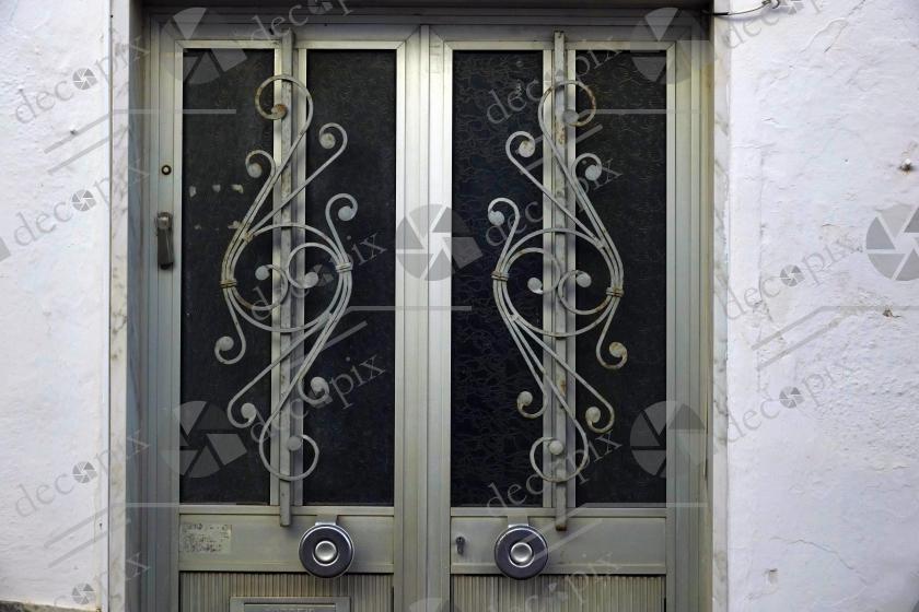 Grille de protection de porte en métal ouvragé