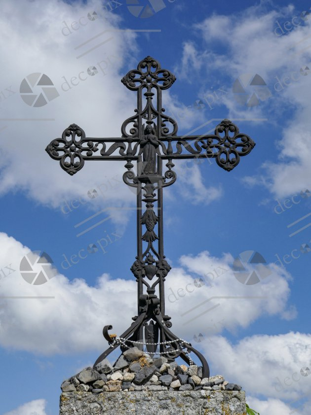 Croix à l'ange sur fond de ciel