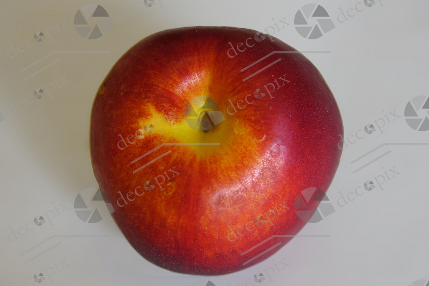 Nectarine sur fond clair - gros plan