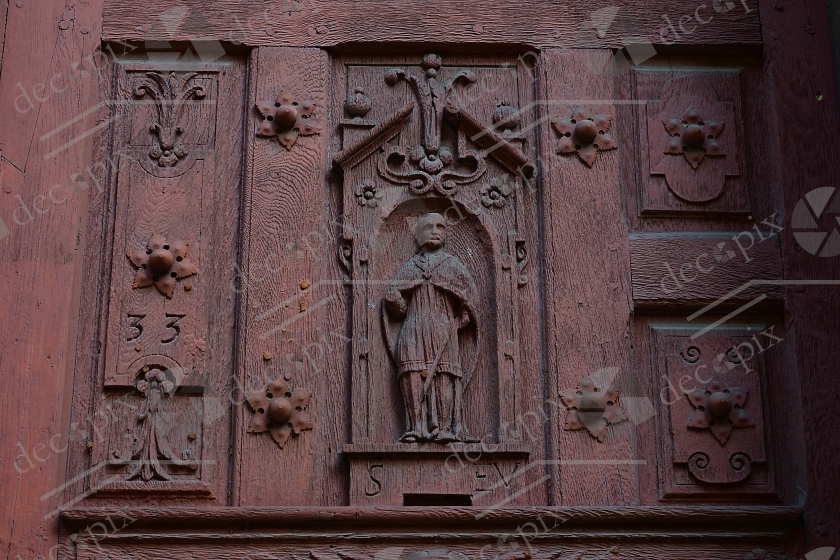 Porte en bois sculptée de l'église Sait-Eusèbe d'Auxerre