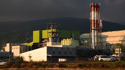 Plan large de l'usine du Gol au coucher du soleil - Ile de la Réunion